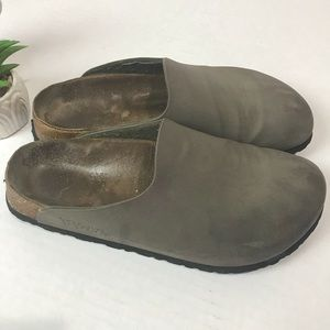 Birkenstock Birki's closed toe slip-on Clog Size 8